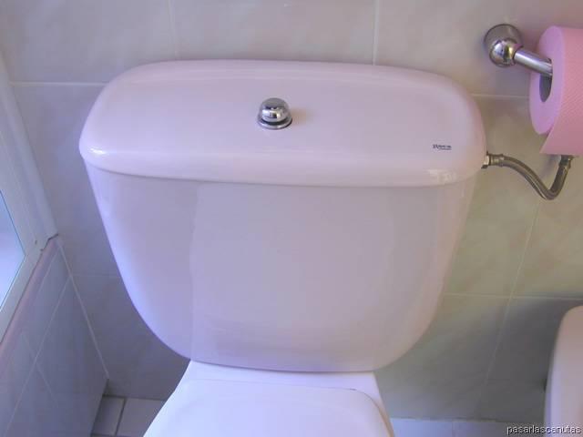 Mochila De Baño Ferrum Azul:Bricolaje de fontaneria – reparar una cisterna – foto de cisterna de