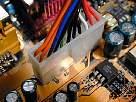 montar pc - foto de alimentación conectada, conector enclavado