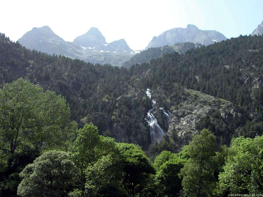 http://www.pasarlascanutas.com/paisajes_pirineo/panticosa/panticosa_1739.JPG