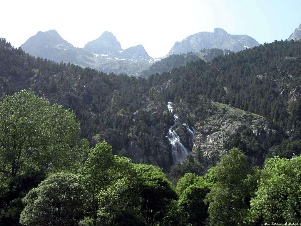 http://www.pasarlascanutas.com/paisajes_pirineo/panticosa/panticosa_1739.JPG